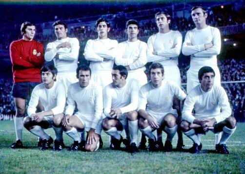 REAL MADRID C. F. Temporada 1970-71. Miguel Ángel, José Luis, Benito, Sanchís, Grande y Zoco; Miguel Pérez, Amancio, Pirri, Velázquez y Manolín Bueno. REAL MADRID C. F. 0 C. F. BARCELONA 1 (Zabalza). 25/10/1970. Campeonato de Liga de 1ª División, jornada 7. Madrid, estadio Santiago Bernabeu.